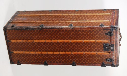 Lot 400-A Louis Vuitton travelling trunk, in LV monogram...