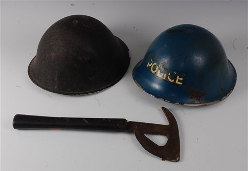 Lot 17-A WW II British steel Mk III turtle helmet,...
