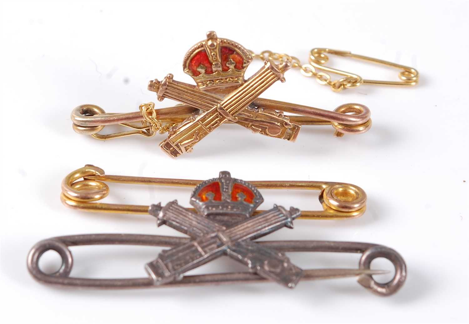 Lot 43-A 9ct gold and enamelled bar brooch