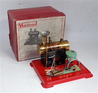 Lot 7-An early Mamod SE2 stationary steam engine...