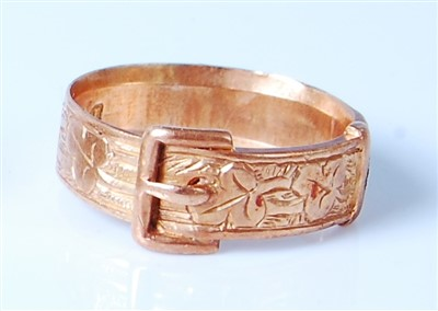 Lot 2567-A Victorian 18ct gold belt ring, having leaf...