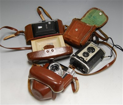 Lot 33-A Zeiss Ikon Nettar camera, in fitted leather...