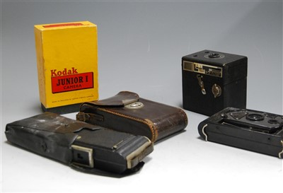 Lot 40-A collection of assorted cameras, to include...