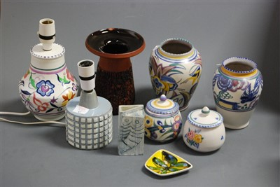 Lot 41 - A box of miscellaneous Poole pottery to...
