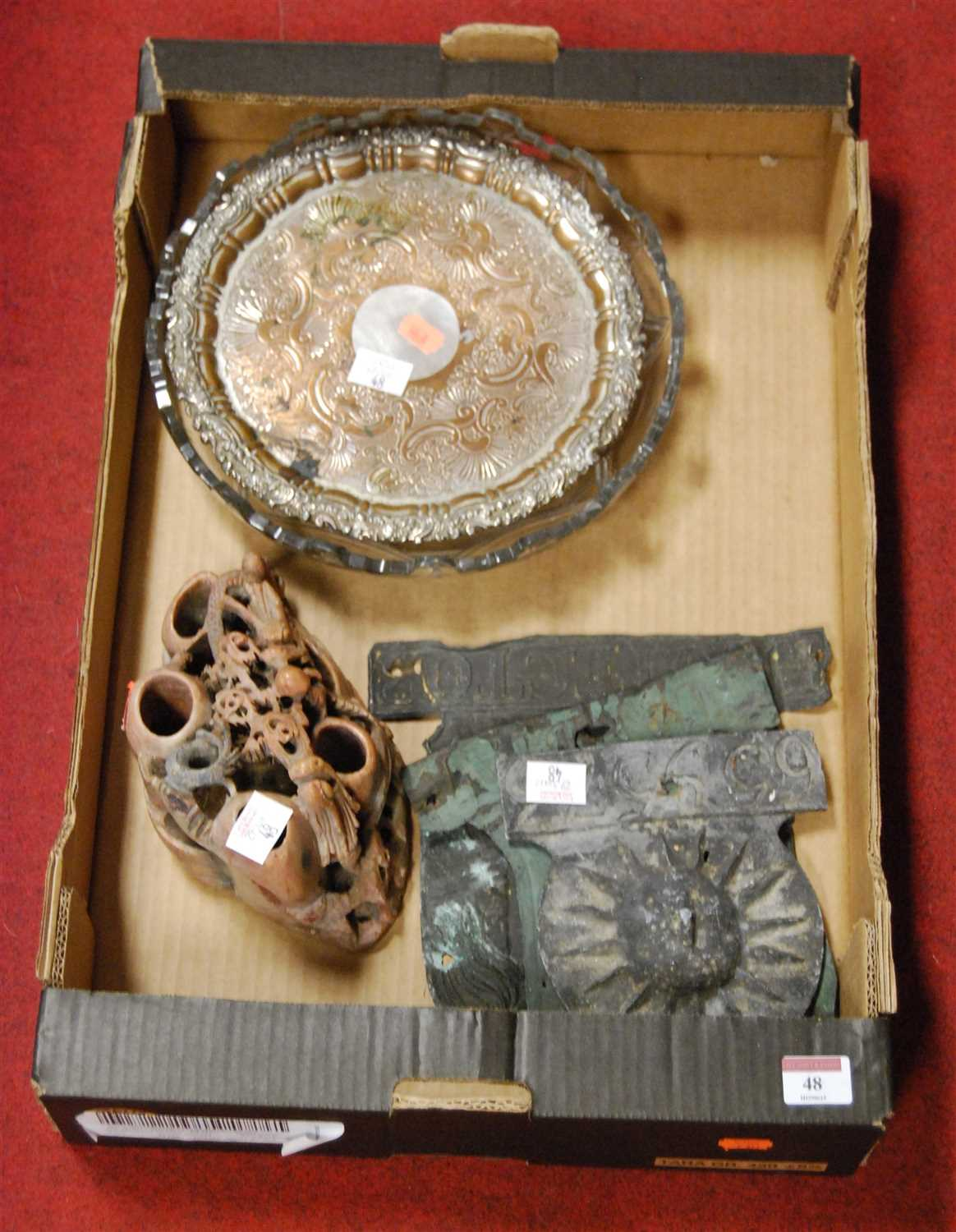 Lot 48 - A small collection of miscellaneous items to...