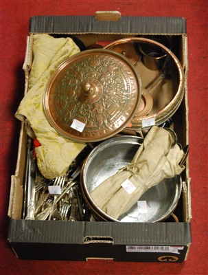 Lot 60 - A box of miscellaneous items, to include loose...