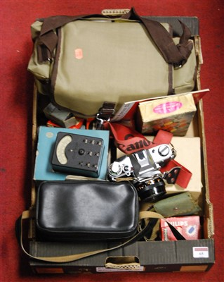 Lot 65 - A box of miscellaneous cameras and accessories,...