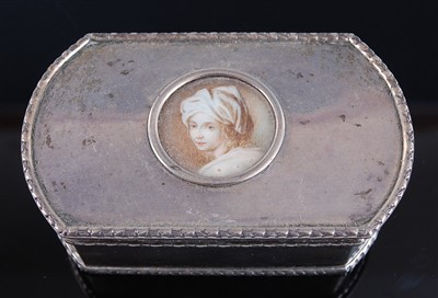 Lot 1125 - An Edwardian silver table snuff box, of...