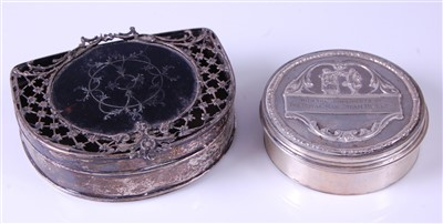 Lot 1133 - A George V silver trinket box and cover, of...