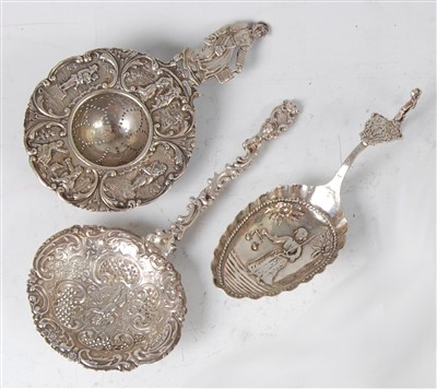 Lot 1150 - An early 20th century Dutch silver strainer,...