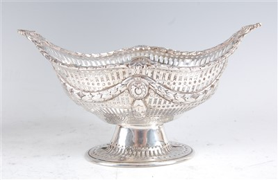 Lot 1163 - An Edwardian silver footed sweetmeat bowl, of...
