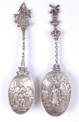 Lot 1153 - An early 20th century Dutch silver spoon, the...
