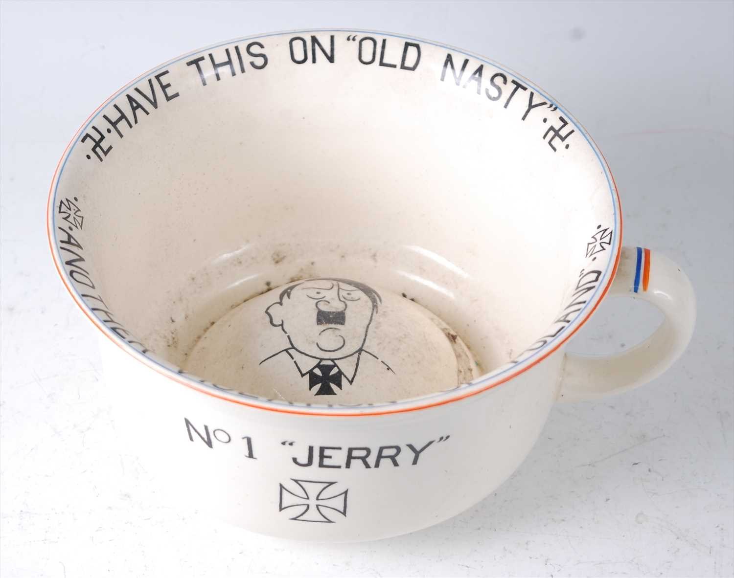 Lot 14-A Crown Devon Fielding's novelty chamber pot,...