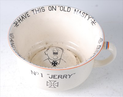 Lot 14-A Crown Devon Fielding's novelty chamber pot, No...