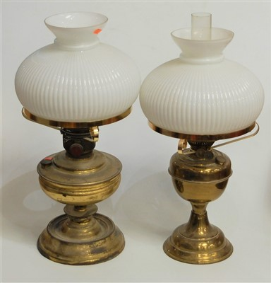 Lot 17-An early 20th century brass oil lamp, having...