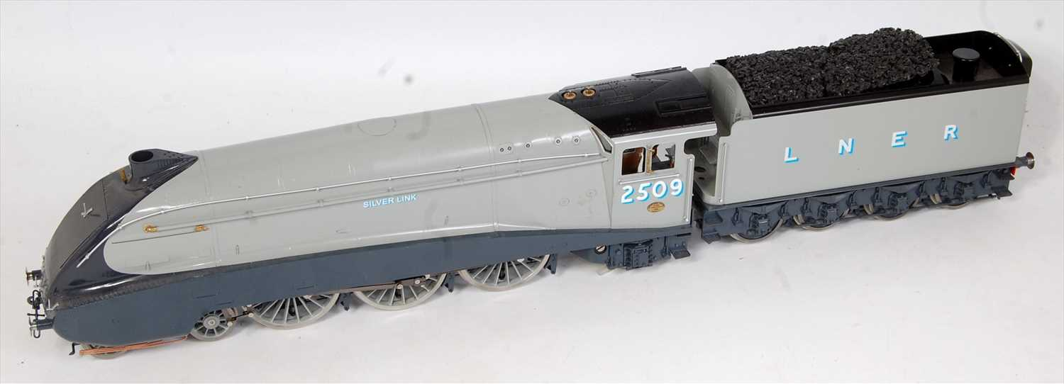 Lot 9-A Bowande live steam UK Ltd gauge 1 model of a...