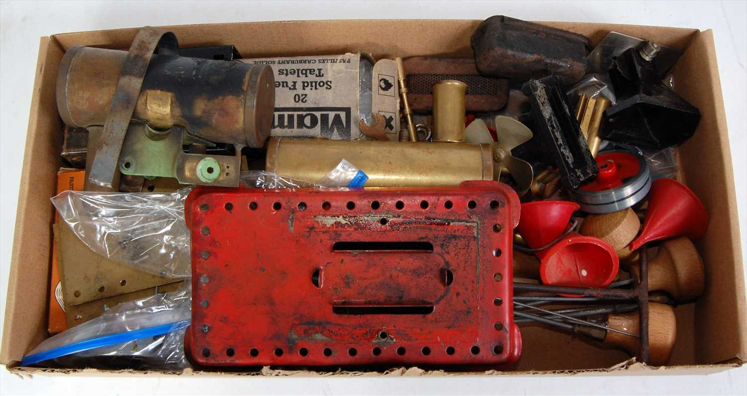 Lot 21-One tray containing a tray of various live steam...
