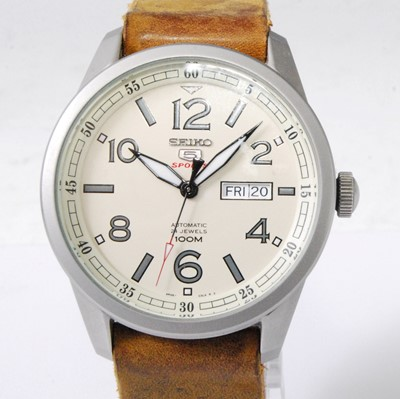 Lot 2028-A gent's Seiko 5 Sports steel cased automatic...