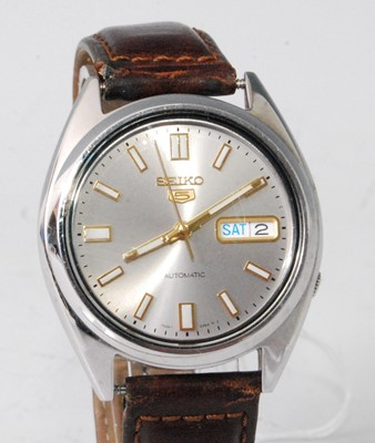 Lot 2031-A gent's Seiko 5 steel cased automatic wristwatch,...