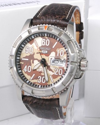 Lot 2033-A gent's Seiko 5 Sports steel cased automatic...