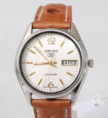 Lot 2034-A gent's Seiko 5 Sports steel cased automatic...