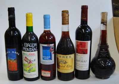 Lot 1004-Various red wines, to include Vida Nova 2001,...
