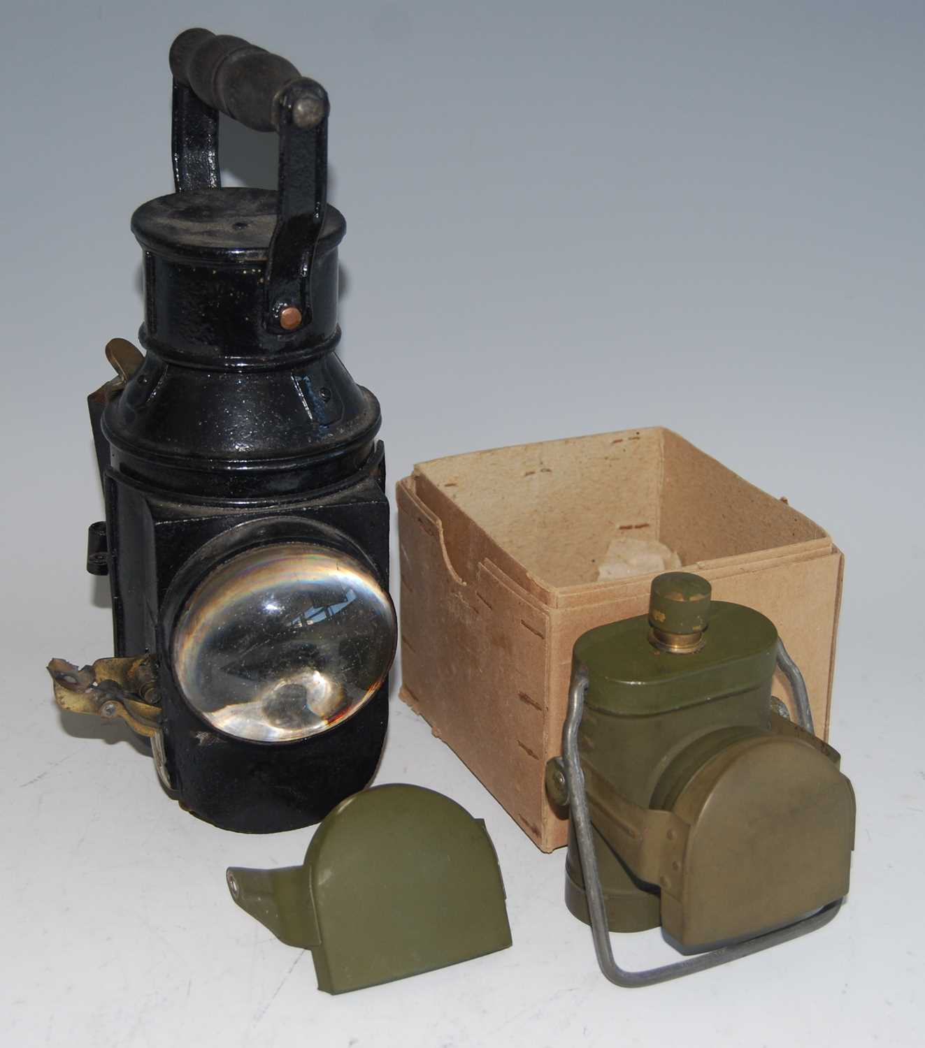 Lot 48-A WW II Lamps Electric No.1 signal lamp
