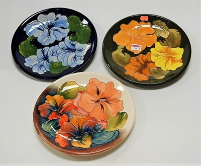Lot 30-A modern Moorcroft plate, decorated in the...