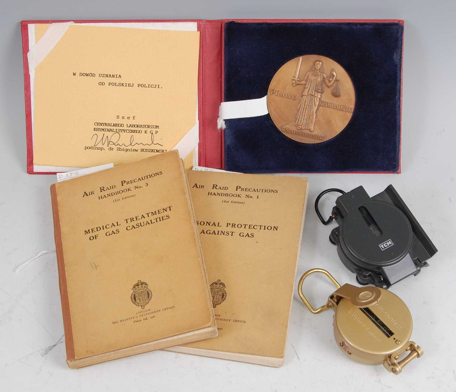 Lot 25 - A collection of miscellaneous items to include