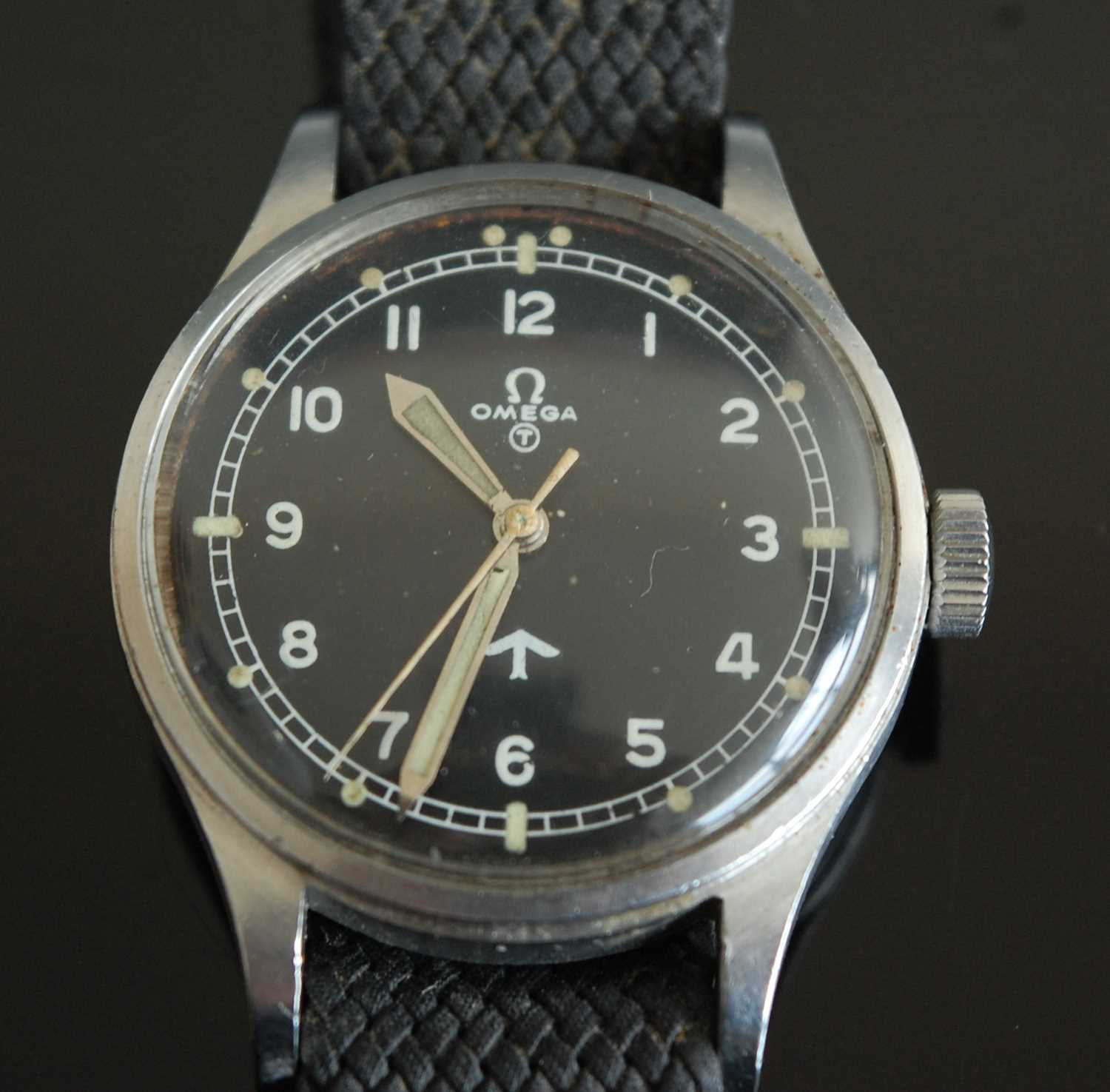 Lot 15 - A Gentleman's Omega Military Issue steel cased Pilot/Navigators wristwatch
