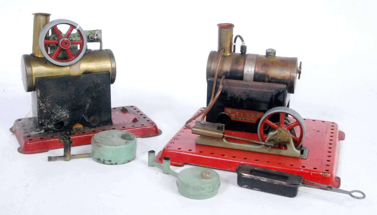 Lot 5-A Mamod loose stationery steam plant group,...