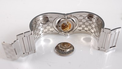 Lot 2517-A lady's stainless steel Gucci 'Twirl' bangle...