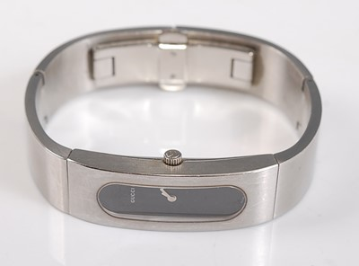 Lot 2518-A lady's stainless steel Gucci bangle quartz...