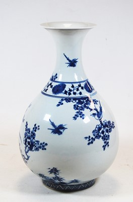 Lot 17-A Chinese export stoneware blue & white vase...