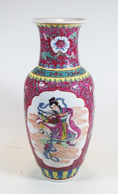 Lot 10-A 20th century Chinese porcelain famille rose...