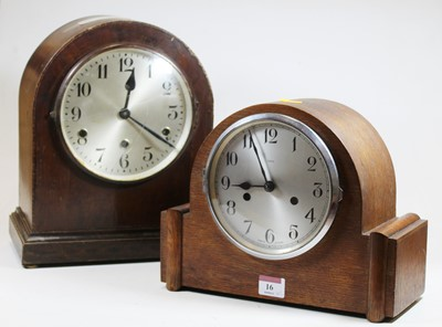 Lot 16 - A 1930s oak cased eight day mantel clock,...