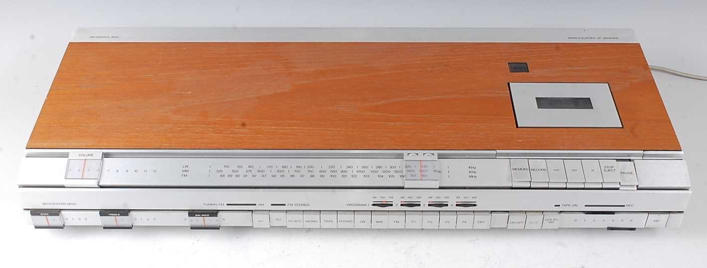 Lot 507 - A Bang & Olufsen Beocenter 2600 radio and...