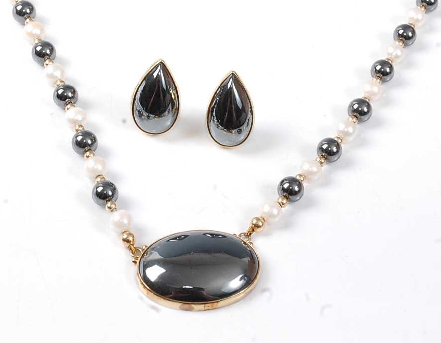 Lot 2535 - A yellow metal hematite and cultured pearl...