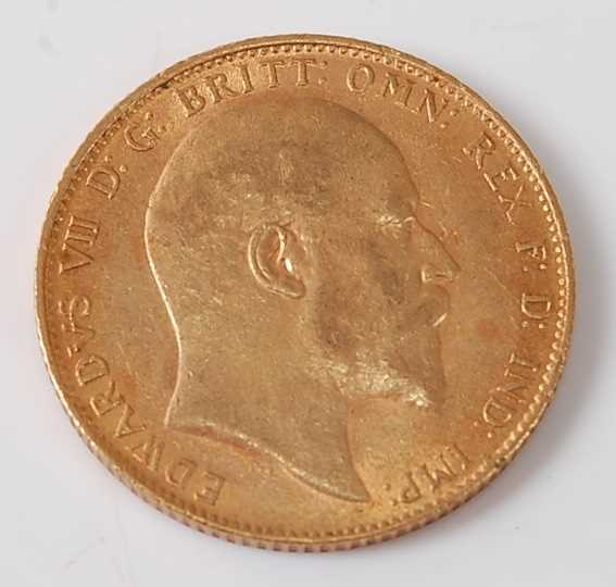 Lot 2011 - Great Britain, 1910 gold full sovereign,...