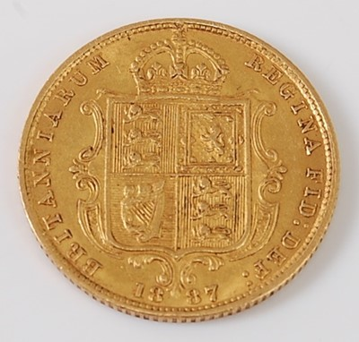Lot 2022 - Great Britain, 1887 gold half sovereign,...