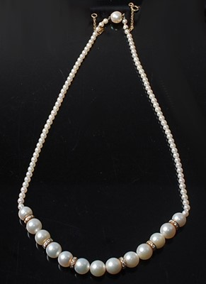 Lot 2545 - A single row cultured pearl necklace,...