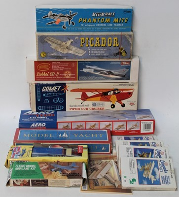 Lot 1048 - Mixed group of 13 mainly wooden aircraft...