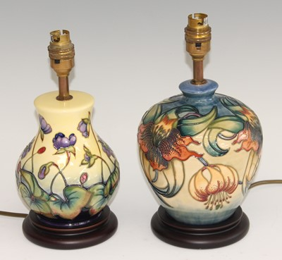Lot 9 - A contemporary Moorcroft pottery table lamp,...