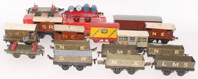 Lot 208 - Large tray containing 15 Hornby mainly pre-war...