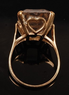Lot 2579 - A 9ct yellow gold topaz single stone ring,...