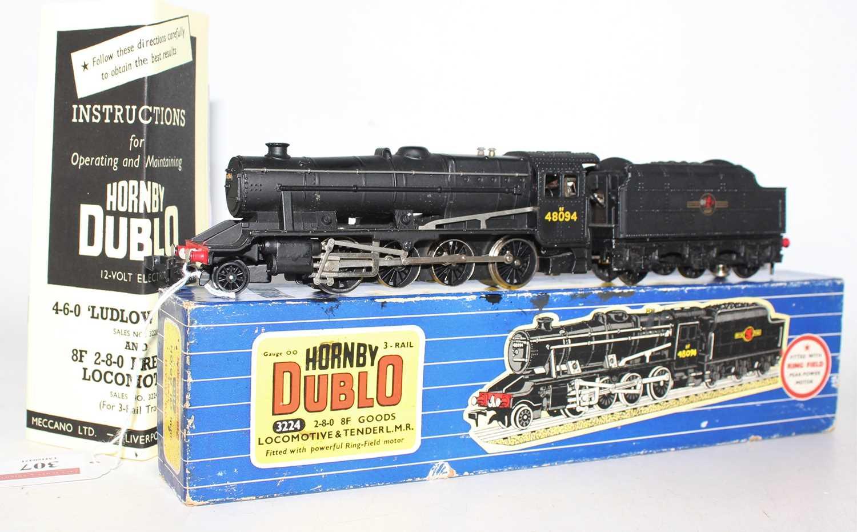 Lot 307 - Hornby Dublo 3224 2-8-0 8F Freight Locomotive...