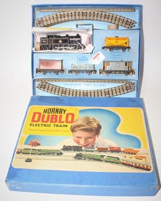 Lot 317 - Hornby Dublo EDG17 Tanks good set, comprising...
