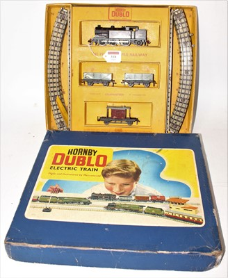 Lot 318 - Hornby Dublo EDG17 Tank goods set comprising...