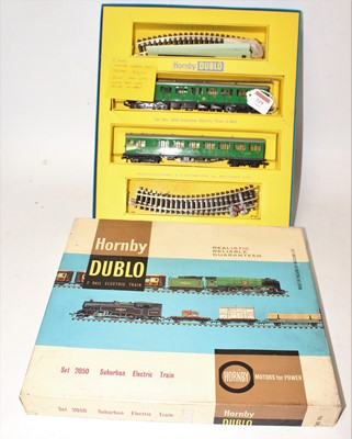 Lot 319 - Hornby Dublo 2050 Suburban electric train set...