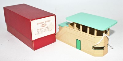 Lot 327 - Hornby Dublo 5080 Signal Cabin, green roof,...